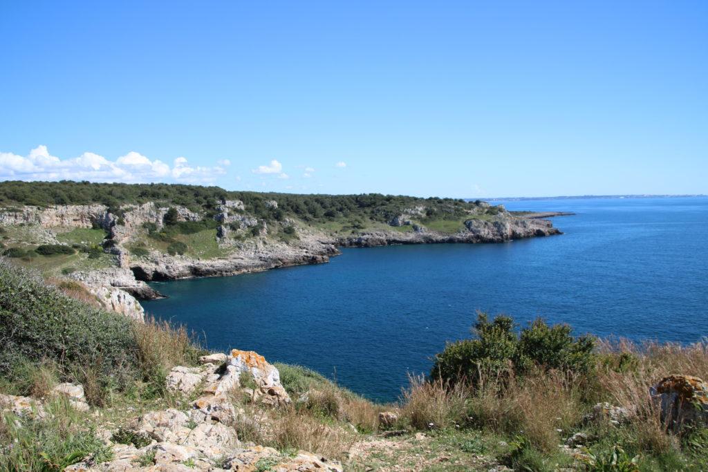côte ionienne et rochers