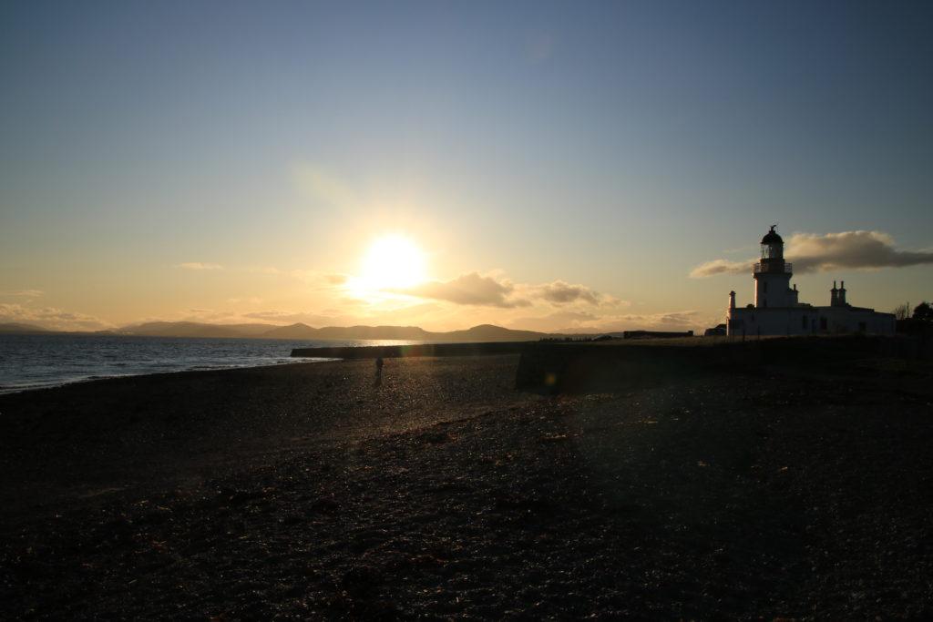 soleil couchant sur chanonry Point avec un phare