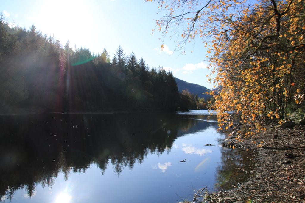 road trip en Ecosse : symétrie axiale sur un lac écossais